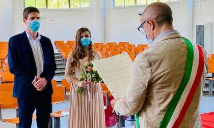 Matrimonio ai tempi dell'emergenza con mascherine e solo i testimoni. Auguri agli sposi! FOTO