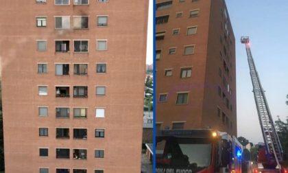 Incendio in appartamento ad Assago: corto circuito di un caricatore