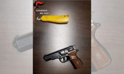 Tenta di rapinare la farmacia armato di pistola e taglierino: arrestato dai carabinieri