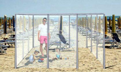 Vacanze al mare? L'idea: divisori in plexiglass in spiaggia per salvare le vacanze FOTO