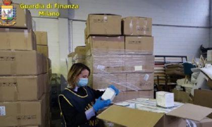 Oltre 240mila mascherine illegali: maxi sequestro della Guardia di Finanza. FOTO