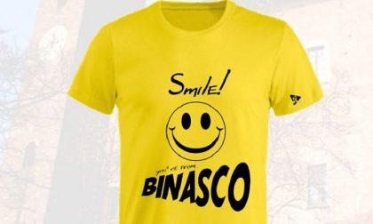 Le magliette solidali create dai ragazzi di Binasco, a sostegno delle famiglie in difficoltà. FOTO