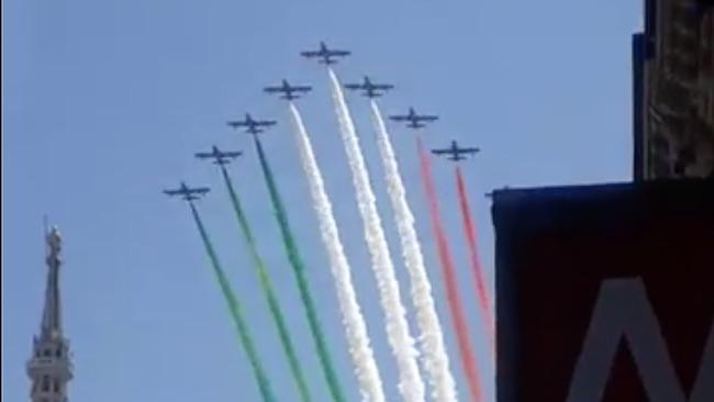 Frecce Tricolori sorvolano Milano