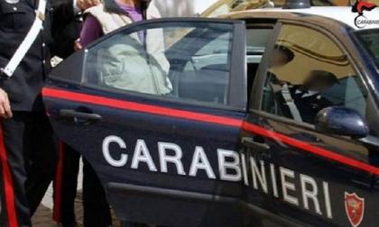 Botte e minacce a madre e sorella per farsi dare i soldi della droga: arrestato
