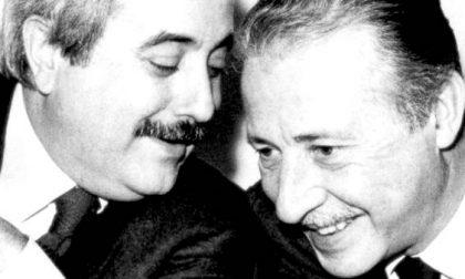 Minuto di silenzio e lenzuolo bianco in memoria di Giovanni Falcone e Paolo Borsellino