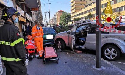 Grave incidente: cinque macchine coinvolte, morto 76enne FOTO