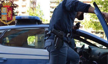 Perde il cellulare durante la rapina, torna a riprenderlo ma lo arrestano