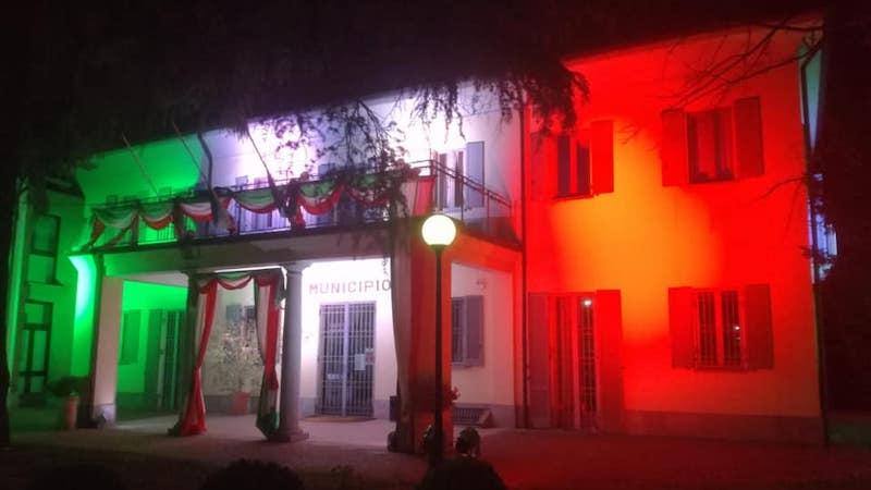 facciata Municipio Assago Tricolore