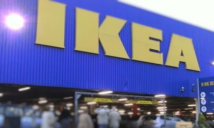 Ikea, afflussi record al primo giorno di riapertura: migliaia le persone in coda
