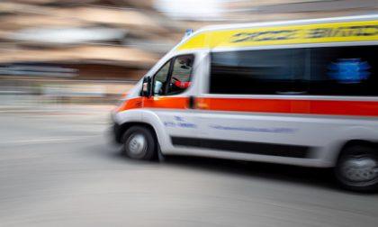 Auto urta bici: nonno e nipote di 4 anni feriti nell'incidente