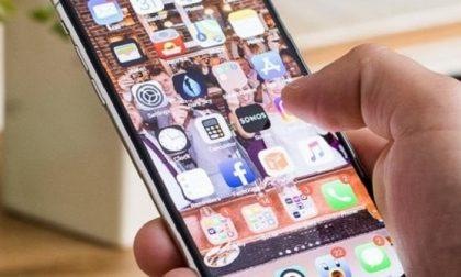 """""""FdI non partecipa alle commissioni perché vuole lo smartphone"""""""