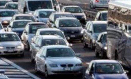 Incidente lungo la Vigevanese: un ferito e traffico in tilt