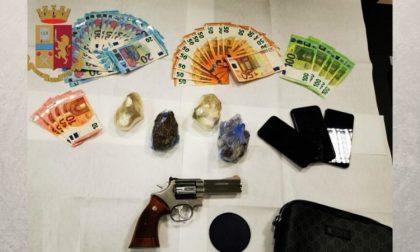 Pistola e cartucce in macchina e mezzo chilo di eroina a casa: arrestato 36enne