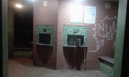 Casa dell'acqua vandalizzata: tubi ed erogatori spaccati FOTO