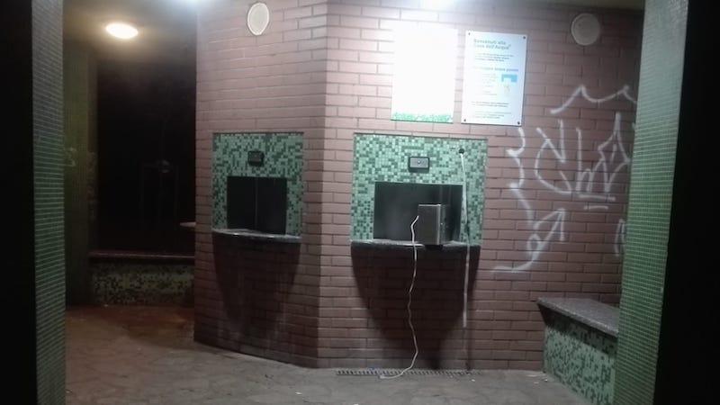 Casa dell'acqua vandalizzata