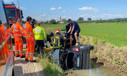 Auto fuoristrada si ribalta nel canale: ferito 56enne FOTO