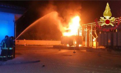 Incendio al trasformatore Enel: tre mezzi dei vigili del fuoco sul posto FOTO e VIDEO