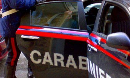 Aggredisce la madre e la minaccia di morte per 550 euro: arrestato
