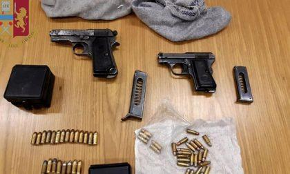 Pistole e proiettili nascosti in cantina, arsenale trovato dai poliziotti