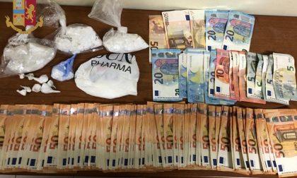 Un appartamento usato per la droga, l'altro per tenere i soldi: arrestati due spacciatori