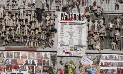 Bruciato il Wall of dolls, l'installazione contro la violenza sulle donne