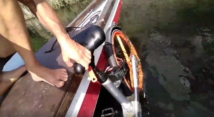 bici gettate in acqua