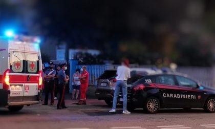 """Ghali aggredito con urla e insulti nel giardino di casa da una """"fan"""": attimi di tensione"""