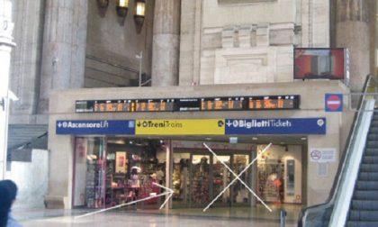 Distraggono turista per rubarle il portafoglio: tre ladri beccati dagli agenti in borghese