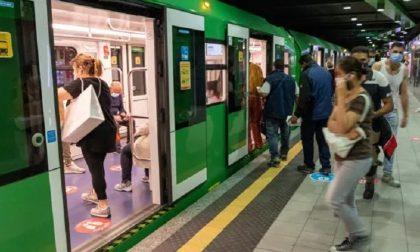 In metro senza mascherina: 13 persone sanzionate, 400 euro di sanzione