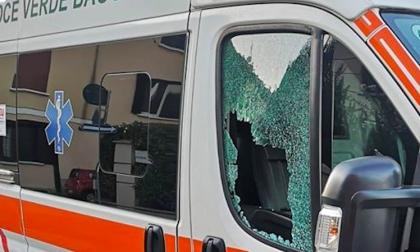 Vetri spaccati all'ambulanza della Croce Verde Baggio