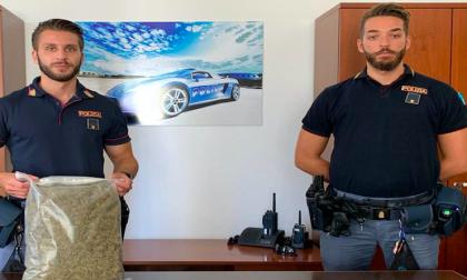 Droga nascosta in casa: tre arresti della polizia