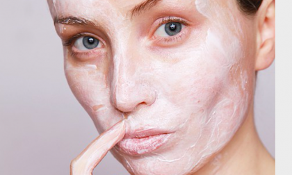 Prendersi cura della pelle matura anche in estate