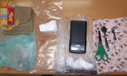 Spaccia cocaina in casa al Lorenteggio: 44enne arrestato dalla polizia
