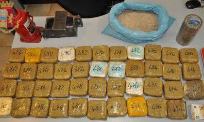 Di giorno operaio, di sera spacciatore: arrestato con oltre 20 chili di eroina in casa