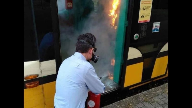 Vandali fuoco igienizzante tram
