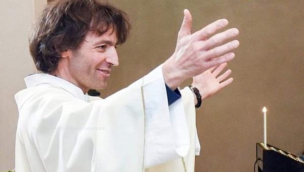 prete ucciso a coltellate