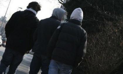 Aggrediscono e rapinano un ragazzino: denunciati tre minorenni di 14 e 15 anni