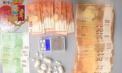 Nasconde la droga e 4mila euro nel computer: arrestato spacciatore