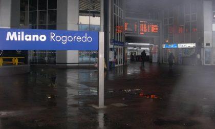 Gira per la stazione di Milano Rogoredo con una mazza di metallo: 38enne fermato