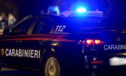 Guardia giurata accoltellata di notte a Gaggiano: caccia all'aggressore