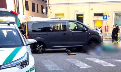 Incidente davanti alla posta: muore donna investita da mini van