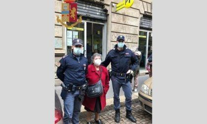 Anziana di 85 anni non riesce ad andare a ritirare la pensione: la aiutano i poliziotti