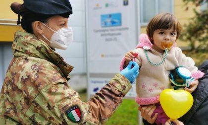 Militari e clown insieme per la vaccinazione antinfluenzale dei bambini FOTO