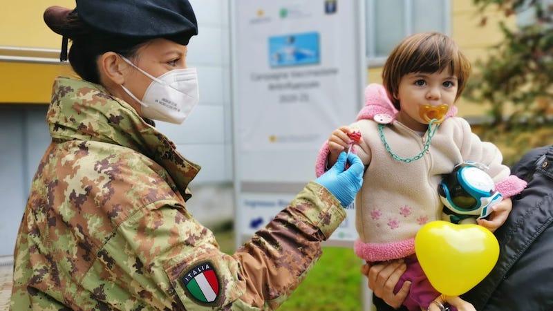 Militari clown vaccinazione antinfluenzale