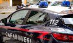 Violenze sulla moglie e brucia l'auto di chi le ha dato rifugio: arrestato 44enne