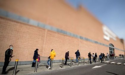 Misure anti contagio: ingressi contingentati nei supermercati di Buccinasco