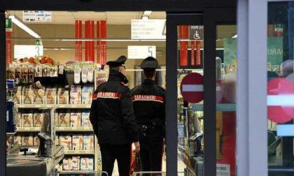 Ruba cartucce della stampante in un supermercato: arrestato 35enne