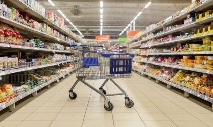 Covid, la classifica dei luoghi dove ci si contagia di più: supermercato in testa