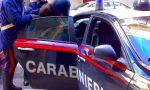 Accoltella la compagna al volto davanti ai bambini piccoli: fermato dai carabinieri