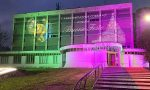 Uno spettacolo di luci accende il Natale sul palazzo comunale